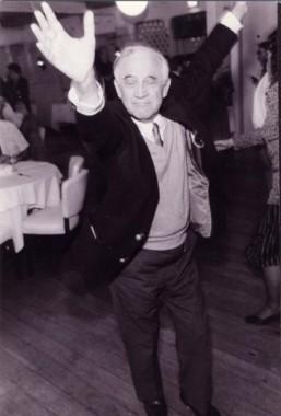Morrie Schwarz dancing